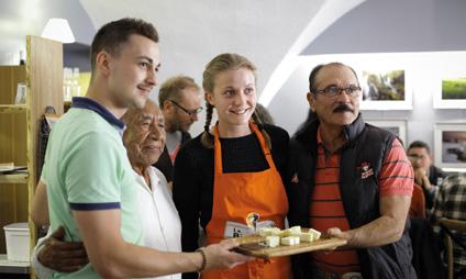 Dégustation de fromages mexicains avec des restaurateurs français dans le Parc naturel régional des Volcans d'Auvergne.© Julie Merckling - SCALP