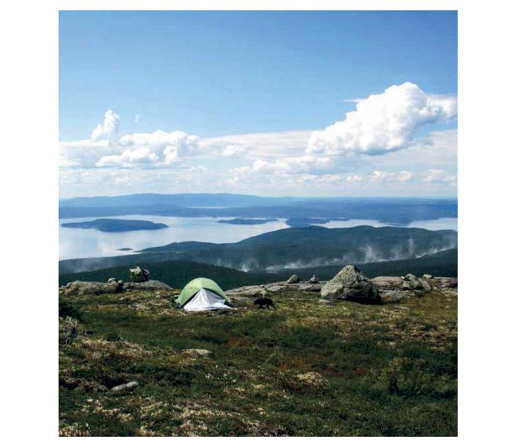 Au sommet des Mont Groulx