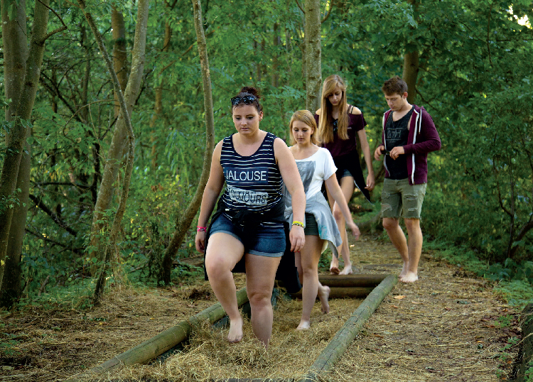À chaque étape du sentier « SensoRied » (1,5 km), l'expérience sensorielle est au service de la compréhension des milieux naturels du Ried alsacien et de leur histoire. © Riedmann