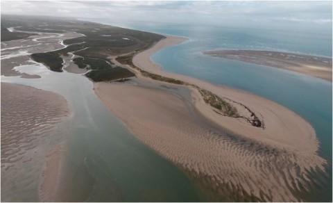 Le drone permet un suivi régulier du trait de côte (ici, dans la Manche).© Smel