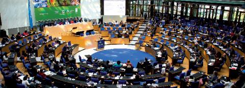La plénière décisionnelle de l'IPBES en est la principale instance.